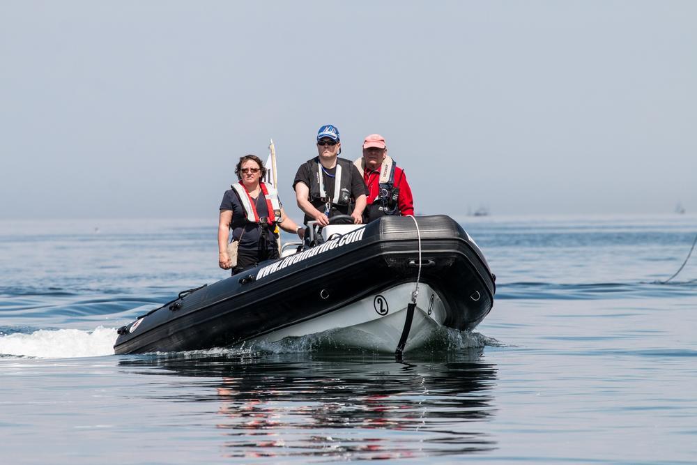 JC Jansen und Jury im Schlauchboot